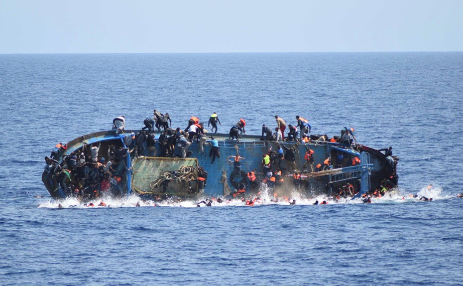 350,000-refugees- attempted-Mediterranean-crossing-this-year-about-4,700-lost- their-lives-Marina- Militaire:Reuters