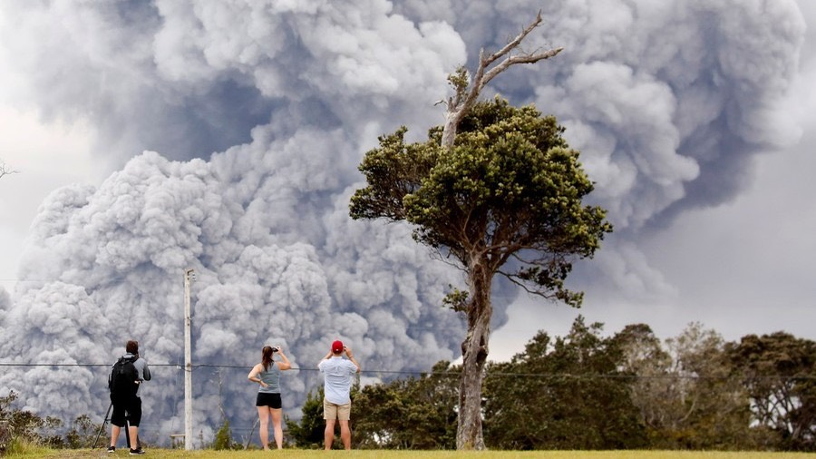 ash erupts from the Halemaumau crater. ©Terray Sylvester : Reuters