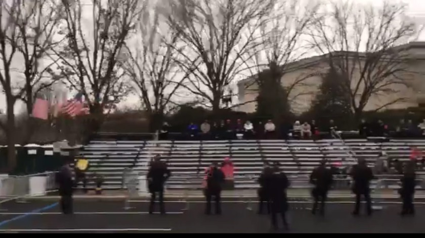 Trump's inauguration parade greeted with empty bleachers
