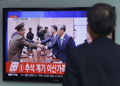 TV news program reporting South and North Korea agreement Aug. 25, 2015 -Ahn Young-joon AP