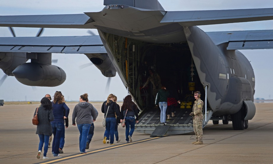 US military dependents evacuating -USAF