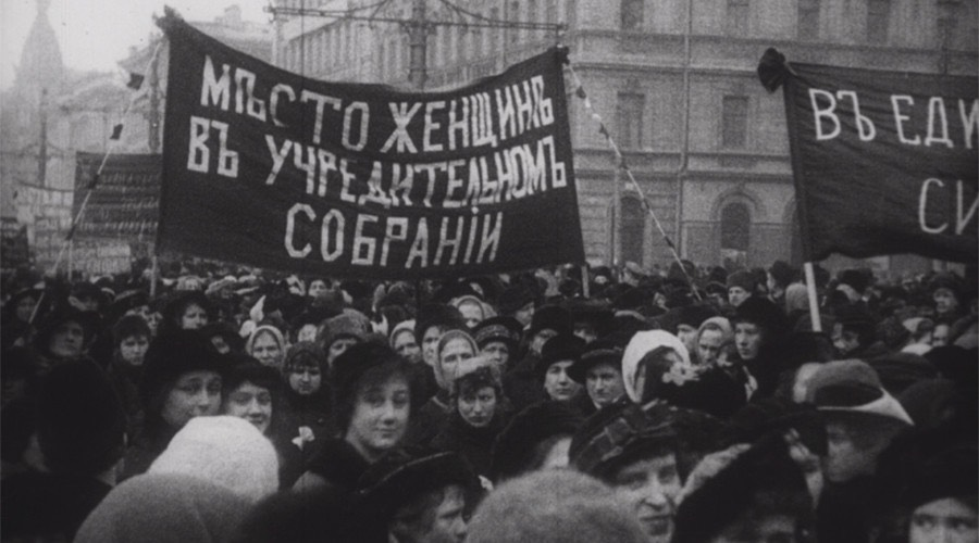 "Women's march in Petrograd, 1917 ""A Free Woman In A Free Russia"" - RT"